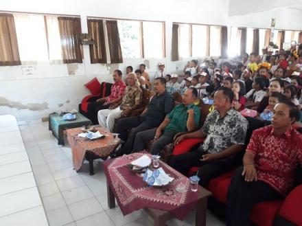 Perbekel Desa Pengulon Hadiri Acara Pelepasan dan Kenaikan Kelas SD N 1 Pengulon