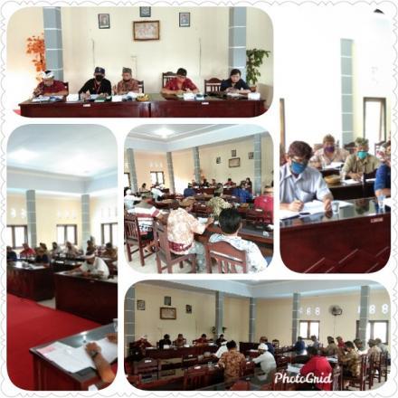 Perbekel Pengulon Menghadiri Rapat Penyampaian Laporan Tahunan LPD,Desa Adat Pengulon