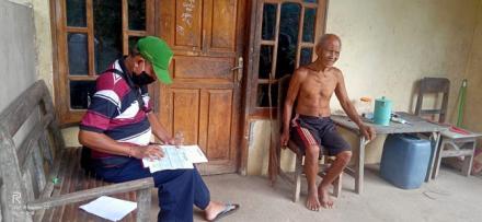 Turun Langsung, Relawan Desa Lawan Covid-19 Pengulon Lakukan Validasi Calon Penerima BLT Dana Desa